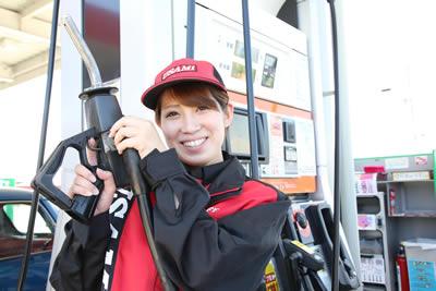 ガソリンスタンドの女性アルバイト
